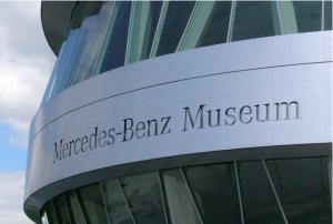 Eingang des Mercedes-Benz Museums